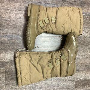 Sorel Women's Kaufman Snow Lion Boots. Size 8
